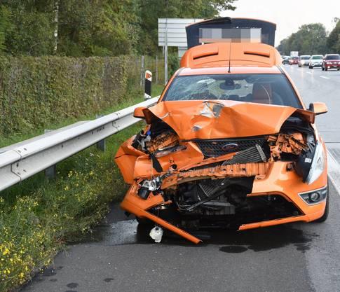 Am selben Tag ereignete sich auf der Autobahn 13 ein weiterer Unfall. Durch den Unfall auf der Gegenfahrbahn abgelenkt, übersah eine junge Autofahrerin, dass die Lenkerin vor ihr aufgrund hohen Verkehrsaufkommens bremsen musste. In der Folge prallte sie frontal in das andere Auto. Ihre Mitfahrerin wurde leicht verletzt.