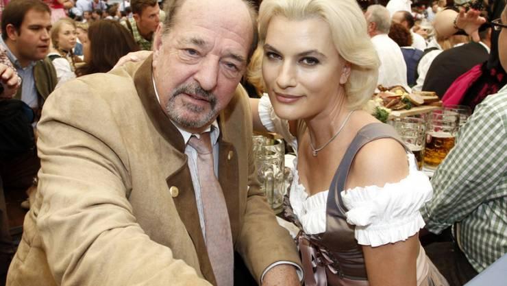 Am Oktoberfest 2011 war er noch mit Ehefrau Kriemhild (rechts) zusammen: Heute datet Ralph Siegel die 33-jährige Schweizerin Laura Käfer. (Archiv)