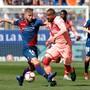 Kein Durchkommen für Barcelona und Kevin-Prince Boateng (in Rosa) gegen Huesca