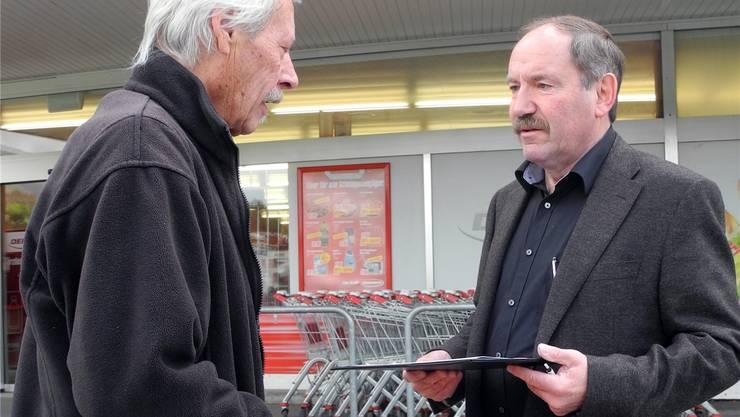 SP-Ortsparteipräsident Remo Bill sammelte gestern vor dem Denner beim Lingeriz Unterschriften für einen 14. Quartierkindergarten.