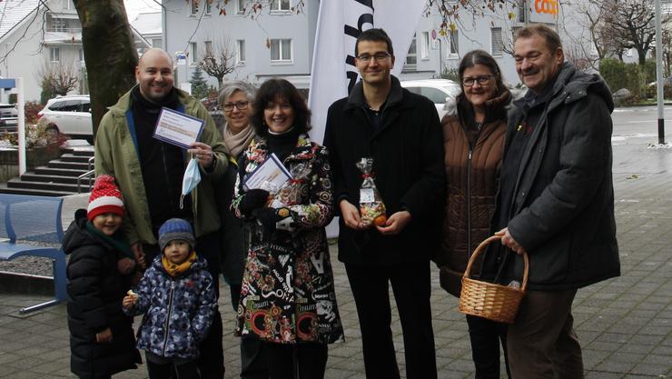 von links nach rechts David Sassan Müller mit Kinder, Silvia Meyer, Diana Stärkle, Richard Aschberger, Silvia Stöckli, Franz Fischer