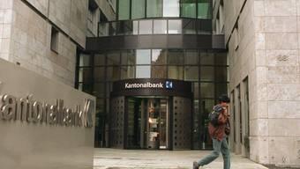 Ein Geschäftsleitungsmitglied der Aargauischen Kantonalbank wird künftig maximal 600'000 Franken pro Jahr verdienen (Archiv).