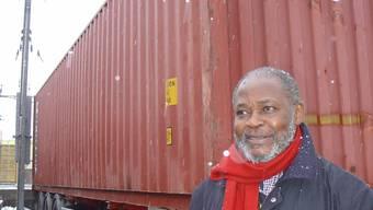 Einen solchen Container voller Spitalgeräte sammelte Vincent da Silva. sbr