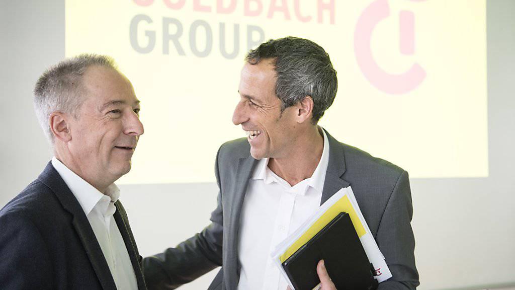 Tamedia-CEO Christoph Tonini, rechts, freut sich mit Jens Alder, Verwaltungsratspräsident der Goldbach Group AG, über die geplante Übernahme.