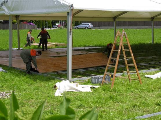 Jedes Festzelt verfügte über einen festen Holzboden.