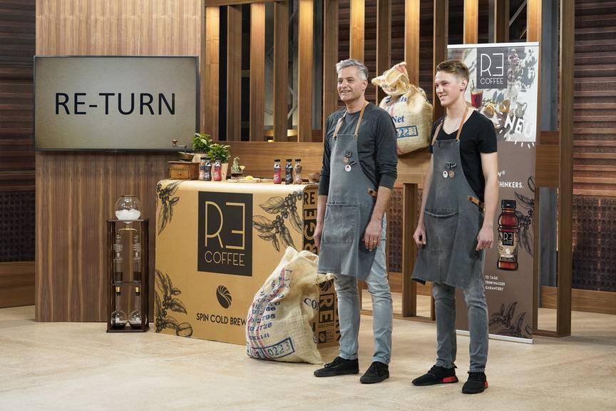 Kalter Kaffee ist ihr Ding: Die Gründer der Mastercoldbrewer AG haben ein neues Verfahren entwickelt, das innert Minuten aromatischen, kalten Kaffee herstellt. (Bild: pd)