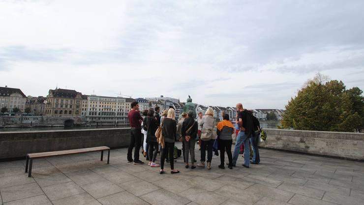 Auf Frauenstadtrundgängen können Frauen sowie Männer die Stadt Basel und die Geschichte der Frauen kennenlernen. (Archiv)