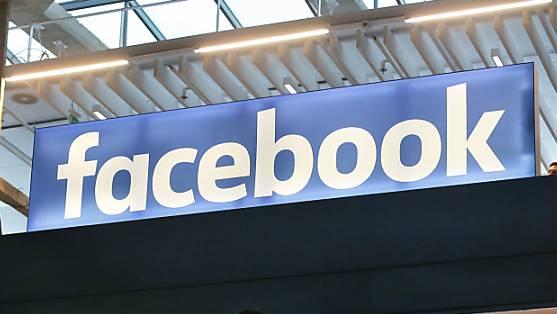Auf Social Media Plattformen wird oft wie in einem Glashaus gelebt: Alle Aspekte des Lebens werden der Öffentlichkeit zugänglich gemacht.