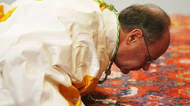 Vitus Huonder wird zum Bischof geweiht (Archiv)
