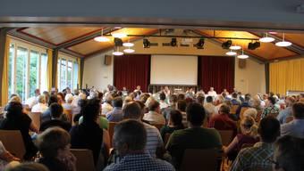 Kein weiterer Platz mehr in der Aula Dorfschulhaus an der Gemeindeversammlung.