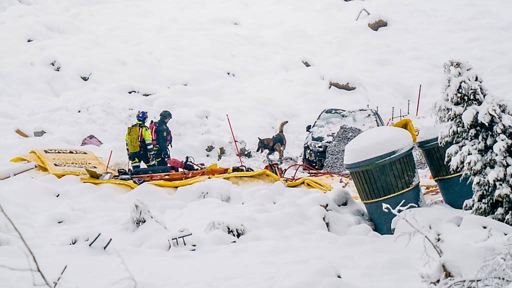 Rettungskräfte suchen weiter nach drei Vermissten. Foto: Stian Lysberg Solum/NTB/dpa