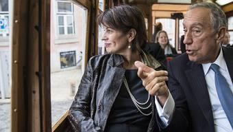 Im Tram zeigte der portugiesische Präsident Marcelo Rebelo de Sousa der Bundespräsidentin Doris Leuthard am Dienstag die Altstadt von Lissabon.