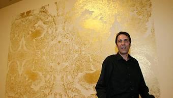Richard Wright vor seinem Wandgemälde aus Goldblättern