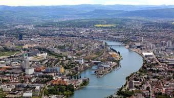 Am Dienstag wurden auf dem Rhein zwischen Basel und Weil Ölschlieren gesichtet. (Symbolbild)