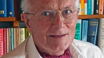 Markus MohlerMarkus Mohler, 79, war Lehrbeauftragter für öffentliches Recht an den Universitäten von Basel und St.Gallen. Sein Spezialgebiet ist das Sicherheits- und Polizeirecht. Darin hat er auch praktische Erfahrung. 21 Jahre lang kommandierte er die Basler Kantonspolizei und 13 Jahre lang war er Staatsanwalt. (mau)