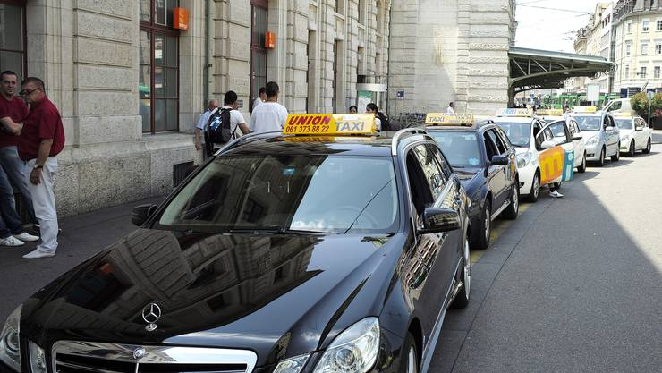 Taxis vor dem Basler Bahnhof SBB (Symbolbild)