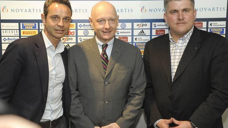 Da schien die Welt zwischen dem FC Basel und der Stadiongenossenschaft in Ordnung: Bernhard Heusler und Daniel Blaser mit Thomas Meyer.