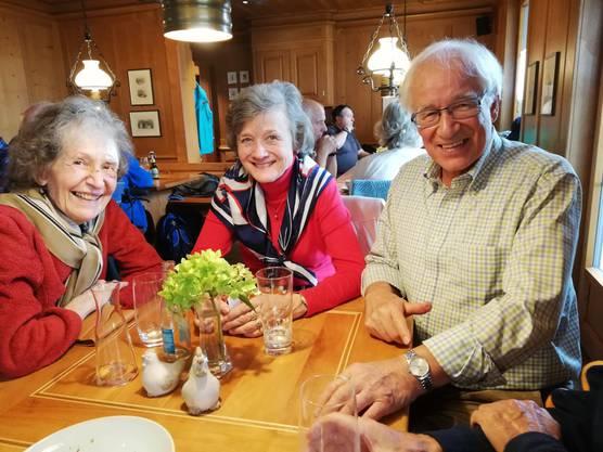 Im Restaurant Waldrose in Rossrüti/Wil SG begrüsste uns das von der Pinte bekannte Wirtepaar Karin und Hans Peter Mueller-Mäder zu Kaffee und ofenfrischem Marmorgugelhopf.