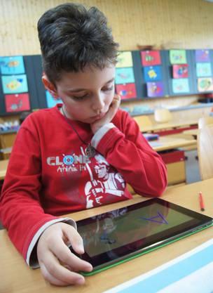 Wie schreibe ich wohl den Buchstaben A auf dem iPad, fragt sich Ronel