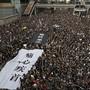 Erneut ist es am Sonntag in Hongkong zu einer Massenkundgebung gekommen. (AP Photo/Vincent Yu)