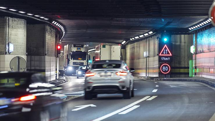 Der Gotthard-Strassentunnel muss saniert werden. Aus Sicht des bürgerlichen Nein-Komitees soll dafür aber keine zweite Röhre gebaut werden (Archiv)