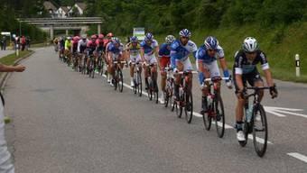 Der Tour-de-Suisse-Tross in Würenlingen
