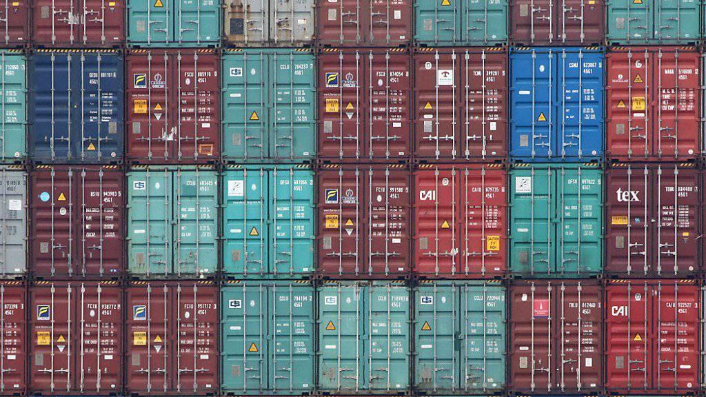 Als exportorientiertes Land spürt die Schweiz den Gegenwind, der die Weltwirtschaft bremst. Besonders die Abkühlung in Europa macht sich laut Experten bemerkbar. (Symbolbild)