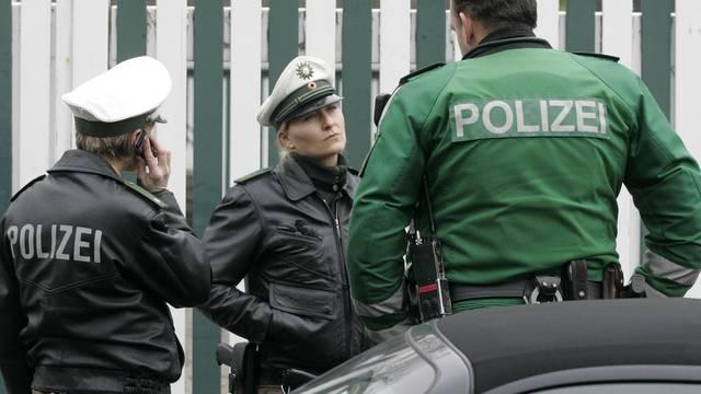 Die deutsche Polizei nimmt vier mutmassliche Islamisten fest (Symbolbild)