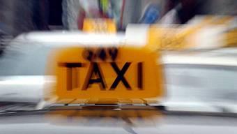Rund Dreiviertel der kontrollierten Taxilenkenden führten illegale Fahrten auf dem Gebiet der Stadt Zürich durch.  (Symbolbild)