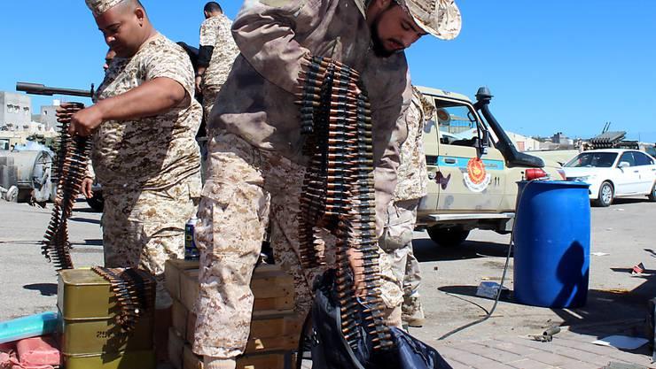 Eine Miliz aus Misrata bereitet sich vor auf den Abmarsch zur Verteidigung von Tripolis gegen die Truppen von General Haftar (Aufnahme vom April 2019)