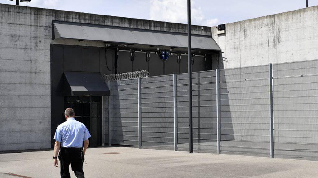 Der damals jugendliche Täter wird ein freier Mann. Das Bild zeigt einen Einblick auf den Erweiterungsbau im Zentralgefängnis Lenzburg (AG). (Archiv)