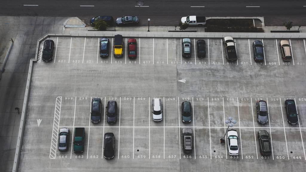 So findet ihr immer den günstigsten Parkplatz