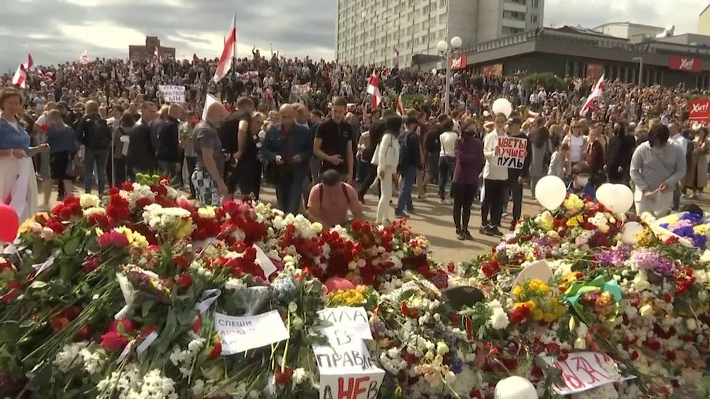 Massenproteste dauern an - Russland sichert Hilfe im Ernstfall zu