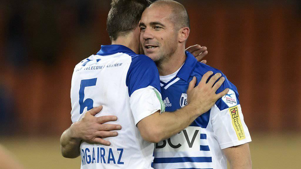 Der bald 40-jährige uruguayische Altstar Walter Pandiani (rechts) rettet Lausanne mit seinem Treffer in der 92. Minute gegen Aarau immerhin einen Punkt