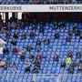 Sitzplätze in der Muttenzerkurve – die Fans, die sonst hier stehen, bleiben darum fern.