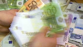 Ein Mann wollte 200'000 Euro in den Unterhosen und Socken schmuggeln (Symbolbild)