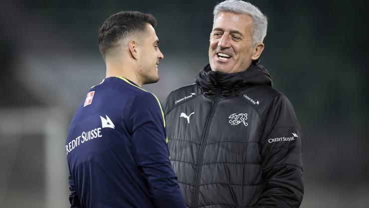 Werden sie an der EM etwas zu lachen haben? Granit Xhaka (links) und Trainer Vladimir Petkovic.