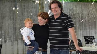 Das künftige Wirtepaar: Christoph Köhli mit Partnerin Janine Hausmann und Sohn Levin. ZVG
