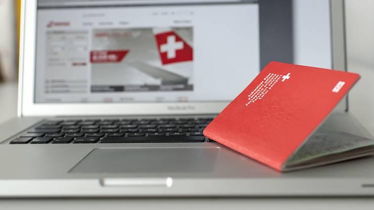 Erstmals ist einem Doppelbürger wegen terroristischer Aktivitäten das Schweizer Bürgerrecht aberkannt worden.