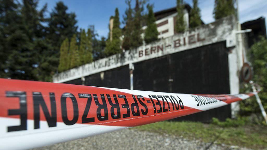 Vor diesem Club an der Autobahn zwischen Bern und Biel spielten sich im September 2013 die blutigen Szenen ab. (Archivbild)