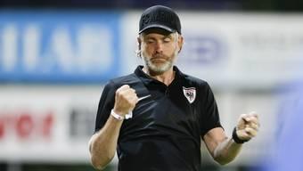 Stephan Keller, neuer FCA-Chefcoach, ballt nach dem 2:3-Anschlusstreffer die Fäuste - letztlich blieb es bei der Niederlage