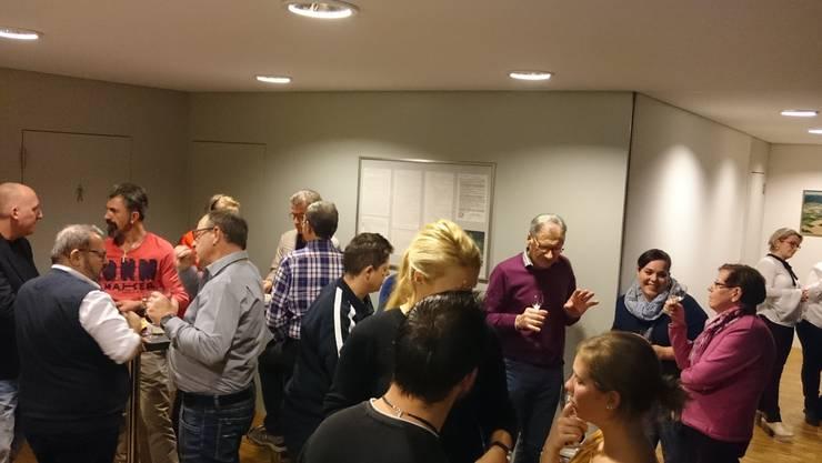 Zunftgemeinde samt Gästen beim Apéro