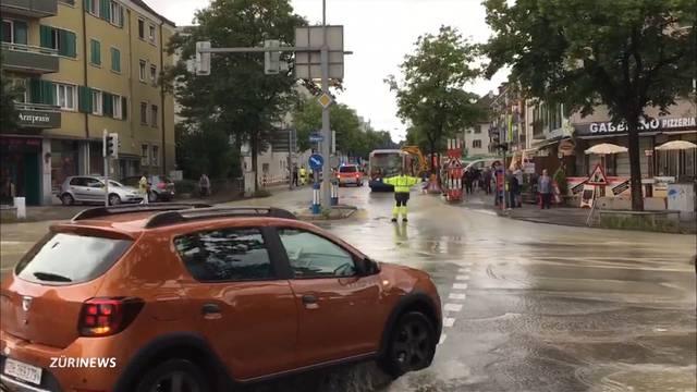 Überschwemmung in Oerlikon: Bagger-Fahrer verursacht Wasserrohrbruch
