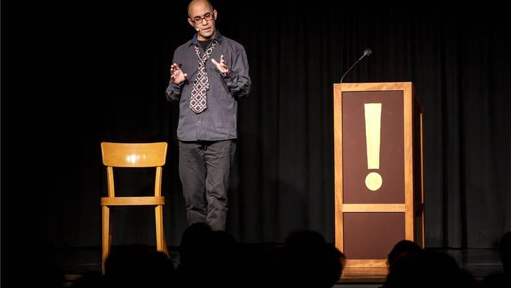Simon Chen hält eine Rede. Hanspeter Bärtschi