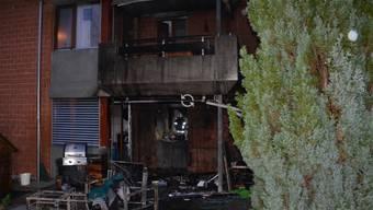 Die Flammen griffen auch auf das Wohnungsinnere der Parterre-Wohnung über.