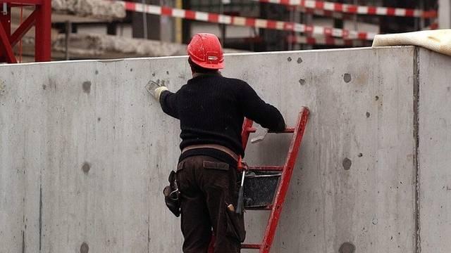 Auch auf Baustellen gibt es Schwarzarbeit (Archiv)