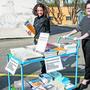 Gratis-Bücher vor dem Kunsthaus Baselland.