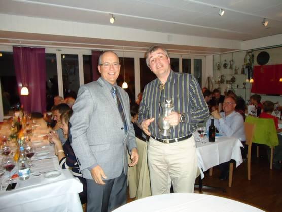 Sieger 300 m Jean-Marc Wolfgang mit Präsident Rolf Düggelin