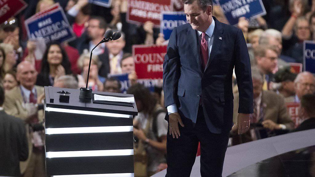 Senator Ted Cruz verlässt das Podium des Parteitags der US-Republikaner. In seiner Rede hatte er dem Präsidentschaftskandidaten Donald Trump demonstrativ die Unterstützung verweigert.