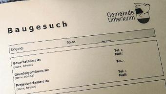 Über 100 Formulare muss man im Kanton Bern für ein Einfamilienhaus ausfüllen – das verursacht hohe Kosten (Symbolbild).